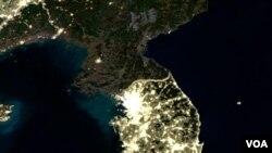 Koreya yarımadasının peykdən gecə görüntüsü