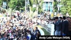 Antusiasme Warga Padang Sholat Ied 1437H Bersama Presiden Jokowi (foto: A. Lala/VOA)