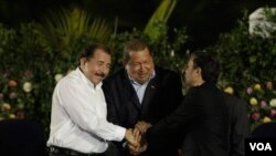 Prezidan Nikaragwa a, Daniel Ortega, prezidan Venezuelyen an Hugo Chavez ak Prezidan iranyen an, Mahmoud Ahmadinejad (AP Photo/Enric Marti)