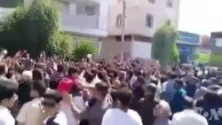 ادامه تجمع مردم کازرون با شعار: شیر شیران اومده، کازرون به میدان اومده