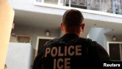 ARCHIVO - La operación para confiscar productos falsificados de procedencia china fue implementada por Seguridad Nacional y el Servicio de Inmigración (en la foto), ambas, fuerzas del gobierno de EE.UU.
