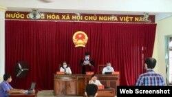 Phiên tòa xử ông Chung Hoàng Chương hôm 27/04/2020. Photo PLO