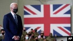 ប្រធានាធិបតីសហរដ្ឋអាមេរិកលោក Joe Biden ថ្លែងទៅកាន់ទាហានអាមេរិកនៅមូលដ្ឋានទ័ពអាកាសអង់គ្លេស Mildenhall កាលពីថ្ងៃទី៩ ខែមិថុនា ឆ្នាំ២០២១ នៅមុនកិច្ចប្រជុំ G-7 នៅ Cornwall នៅថ្ងៃទី១១ ខែមិថុនា។
