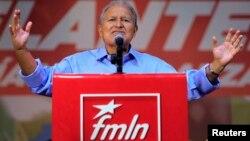 Las encuestas dan preferencia entre los votantes al candidato de la antigua guerrilla FMLN, Salvador Sánchez Cerén.