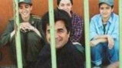 تجمع دانشجويان دانشگاه هنر در اعتراض به بازداشت جعفر پناهی و محمد نوری زاد