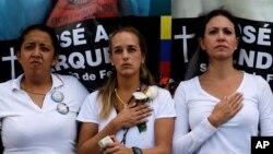 Gaby Arellano, a la izquierda de Lilian Tintori, también será llevado a juicio.