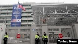 지난 2월 12일 북한 핵실험 강행 이후 경계가 강화된 서울 주한미국대사관. (자료사진)