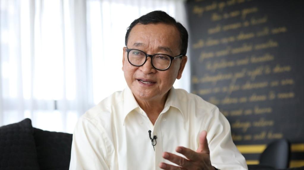 លោក សម រង្ស៊ី ប្រធានស្តីទីនៃគណបក្សសង្គ្រោះជាតិដែលត្រូវបានតុលាការរំលាយ ផ្តល់បទសម្ភាសន៍ដល់សារព័ត៌មាន Reuters នៅក្នុងសណ្ឋាគារមួយក្នុងទីក្រុង កូឡា ឡាំពួរ នៃប្រទេសម៉ាឡេស៊ី នៅថ្ងៃទី ១០ ខែវិច្ឆិកា ឆ្នាំ២០១៩។ REUTERS/Lim Huey Teng