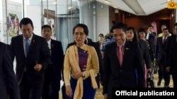 ေဒၚေအာင္ဆန္းစုၾကည္ စင္ကာပူခရီး စတင္ (Myanmar State Counsellor Office)