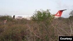 Avião da LAM despitado na área do aeroporto de Maputo