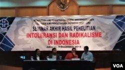 Seminar hasil Penelitian LIPI Intoleransi dan Radikalisme di Indonesia hari Selasa (4/12). (Foto: VOA/Fathiyah)