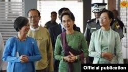 ၂၀၁၉ ဇြန္လတုန္းက ေဒၚေအာင္ဆန္းစုၾကည္ ASEAN ထိပ္သီးအစည္းအေဝး တက္ေရာက္ရန္ ထိုင္းႏိုင္ငံသို႔ထြက္ခြာ (သတင္းဓာတ္ပံု - Myanmar State Counsellor Office)