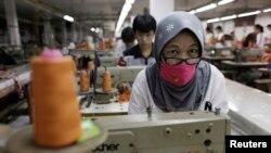 Pegawai pabrik garmen di Cakung, Bekasi. (Foto: Ilustrasi)
