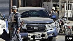 Lực lượng an ninh Iraq tại hiện trường vụ đánh bom, ngày 4 tháng 12 năm 2010