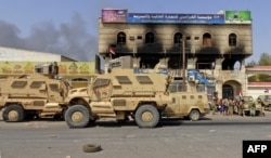 FILE - Yemeni pro-government forces gather on the eastern outskirts of Hodeida, as they continue their battle to wrestle control of the city from Houthi rebels, Nov. 8, 2018.