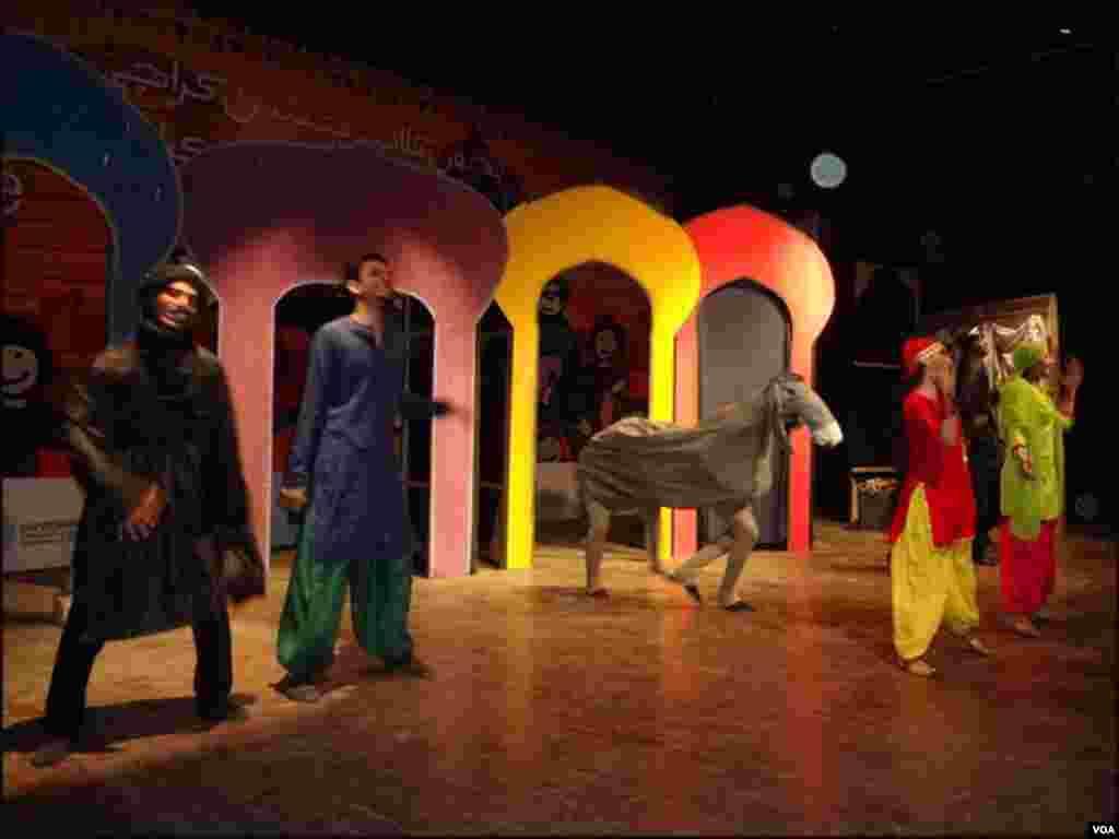 فیسٹیول میں نوجوانوں کی جانب سے بچوں کیلئے تھیٹر ڈرامہ پیش کیا گیا