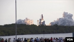 El Endeavour está en camino a la estación espacial internacional tras un extiso lanzamiento.