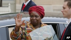 Chairperson of the African Union, Nkosazana Dlamini-Zuma waves as she leaves the Elysee Palace in Paris, November 14, 2012.