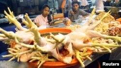 El pollo, la carne roja, algunas verduras y frutas, son productos que han incrementado su precio en Irán tras las sanciones de occidente.