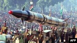 """Tên lửa """"Agni-II"""" trong ngày lễ Quốc khánh ở Ấn Ðộ"""