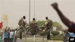 Binh sĩ ở thủ đô Bamako của Mali đã lật đổ chính phủ được bầu lên một cách dân chủ.