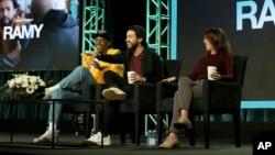 Nga e majta, Jerrod Carmichael, Ramy Youssef dhe Bridget Bedard marrin pjesë në prezantimin e serialit televiziv, në Pasadena, të Kalifornisë