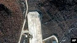 星期三的衛星圖像顯示的北韓在西海岸的東倉里基地的發射設施