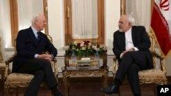 دیدار استفان دی میستورا نماینده ویژه سازمان ملل در امور سوریه (چپ) با محمدجواد ظریف وزیر خارجه ایران در تهران - دی ۱۳۹۴