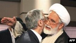 Мир Хусейн Мосави (слева) и Мехди Карруби. Тегеран. 7 июля 2009 года
