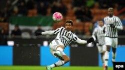 Mario Lemina de Juventus en action lors du deuxième match de demi-finale de la coupe de l'Italie de football entre l'Inter FC et la Juventus FC au stade Giuseppe Meazza à Milan, Italie, 02 mars 2016. epa/ DANIELE MASCOLO