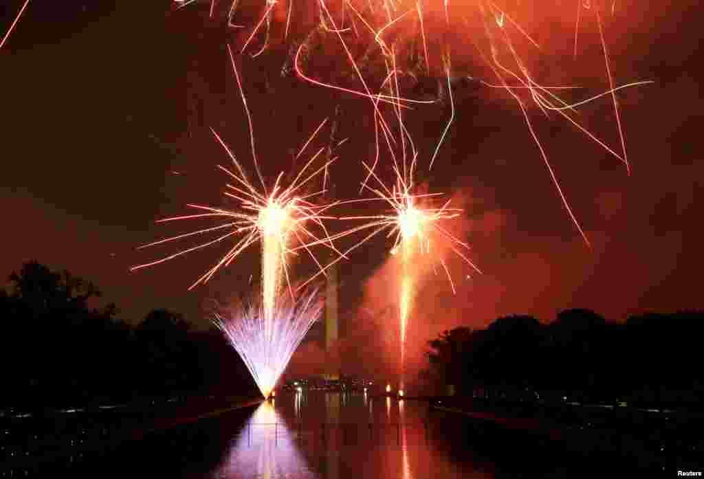 یوم آزادی کے موقع پر واشنگٹن میں آتش بازی کا شاندر مظاہرہ کیا گیا۔