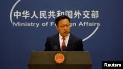 Juru Bicara Kementerian Luar Negeri China, Zhao Lijian, dalam konferensi pers di Beijing, 8 April 2020. (Foto: dok).