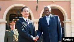 Primeiro-ministro Wen Jiaobao com José Eduardo dos Santos em Luanda