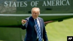 """President Donald Trump points to members of the media as he arrives on the South Lawn of the White House in Washington, May 25, 2018. Trump accused The New York Time of using a """"phony source"""" who turned out to be a White House official briefing several re"""