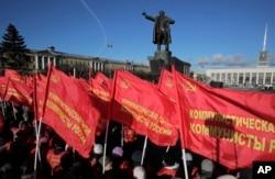 Communists gather near a statue of Soviet Union founder Vladimir Lenin during celebration of the 100th anniversary of the 1917 Bolshevik revolution in St. Petersburg, Russia, Nov. 7, 2017.