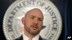 El fiscal Massachusetts, Andrew Lelling, dijo que los cargos no estaban destinados a enviar un mensaje sobre la política de inmigración.