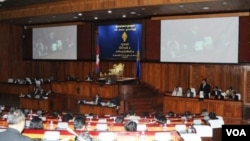 Ruling party members continued to meet at the National Assembly on Wednesday, discussing a draft law on roadways despite a boycott by the opposition.
