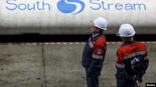 Employees stand near pipes made for the South Stream pipeline at the OMK metal works in Vyksa in the Nizhny Novgorod region, April 15, 2014.