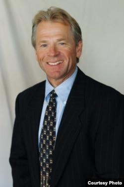 美国加州大学欧文分校商学院的教授彼得·纳瓦罗(Peter Navarro)