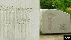 Të mbijetuarit kujtojnë masakrën e Srebrenicës, të komanduar nga Mlladiçi