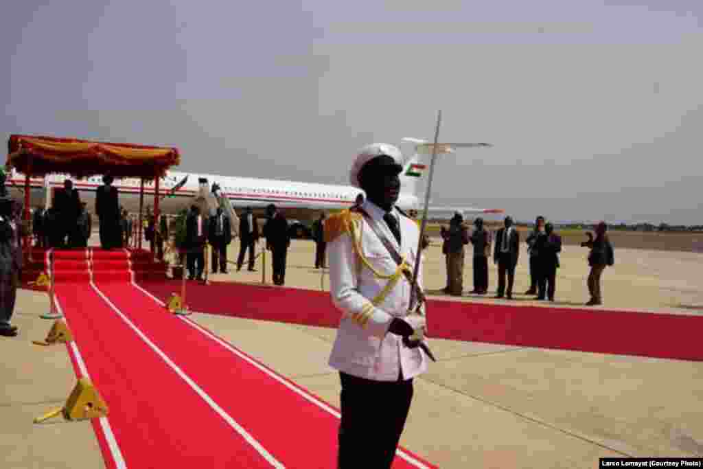 Sudanese President Omar al Bashir gets a red carpet welcome as he arrives at Juba airport for his first visit to South Sudan since it split from Sudan in 2011.