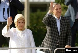 Turkey's Prime Minister Tayyip Erdogan waves to his supporters next to his wife Emine Erdogan in Ankara, June 9, 2013.