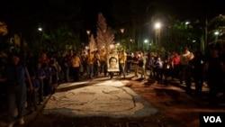 Cada año, los salvadoreños salen a las calles para conmemorar la muerte de los jesuitas a manos del Ejército Nacional.