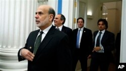 今年2月美聯儲主席伯南克(左)參加20國集團財長和央行行長會議。