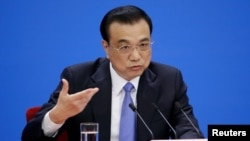 中國總理李克強在北京人大會堂舉行的一次記者會上發表講話。(2019年3月15日)