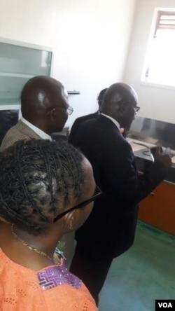 Umphathintambo wezempilakahle, uDokotela David Parirenyatwa, uvule indawo ezimbili zokwelapha umkhuhlane wemvukuzane eMpilo Central Hospital ezibalisa iRadiotherapy le Nuclear Medicines.