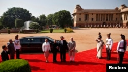 中國國家主席習近平(中)2014年9月18日訪問印度時與印度總理莫迪(中右)合照(資料照)