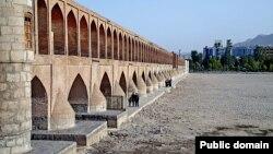 بستر خشک رودخانه «زاینده رود» در اصفهان