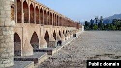 چند سالی است که آب در رودخانه زاینده رود اصفهان جاری نمی شود