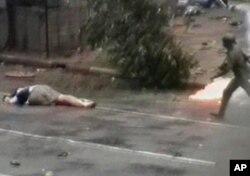 录像显示缅甸军人街头射杀日本记者长井健司